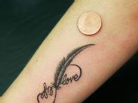 mini-pluma-feather-infinito-love-life-tattoo-tatuaje-amor-de-madre-zamora