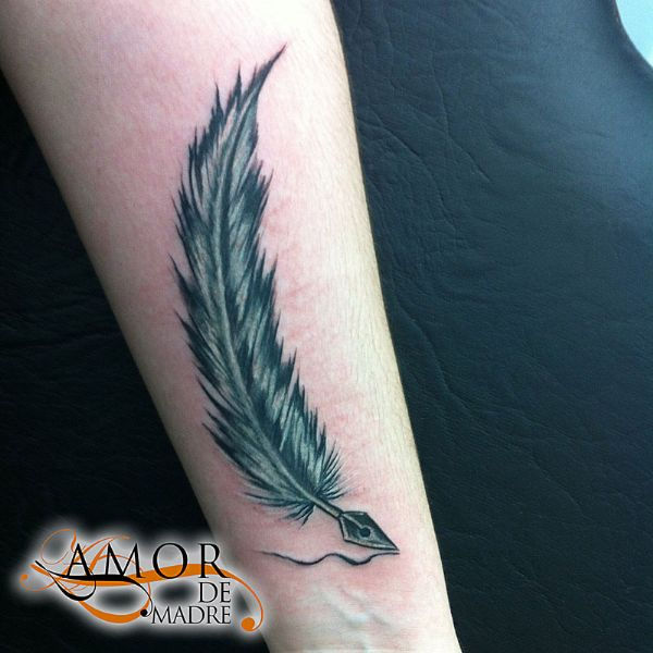 Pluma-feather-mini-tattoo-tatuaje-amor-de-madre-zamora