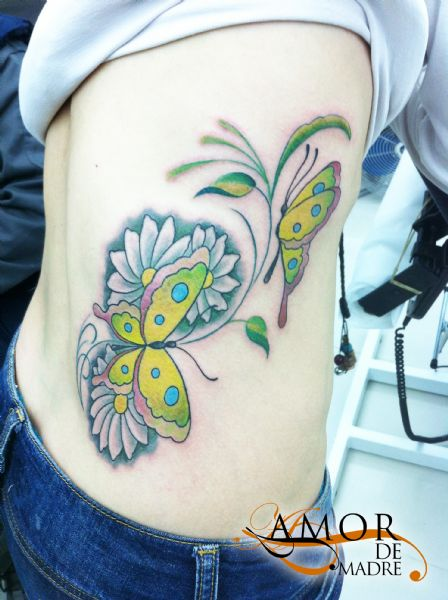 Mariposas-butterfly-flores-flowers-color-colortattoo-mujer-woman-girl-chica-tattoo-tatuaje-amor-de-m