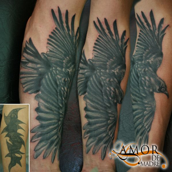 tapados-y-arreglos-tattoo-tauaje-cover-up-cuervo-crow